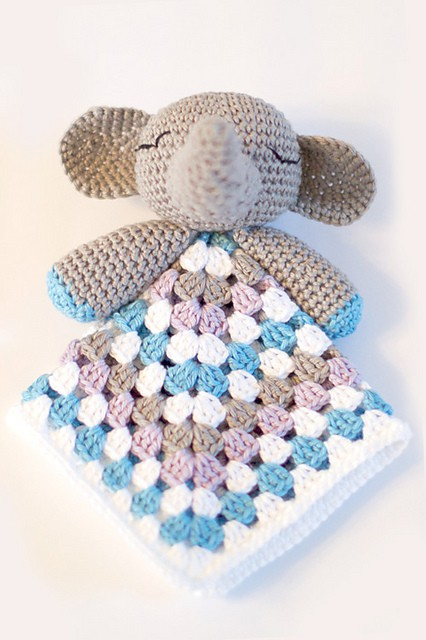 The Ultimate Granny Square Sourcebook | Crochet squares - Thoresby Cottage | 640x426